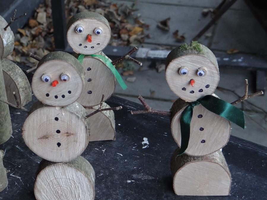 Christmas web image wooden snowmen