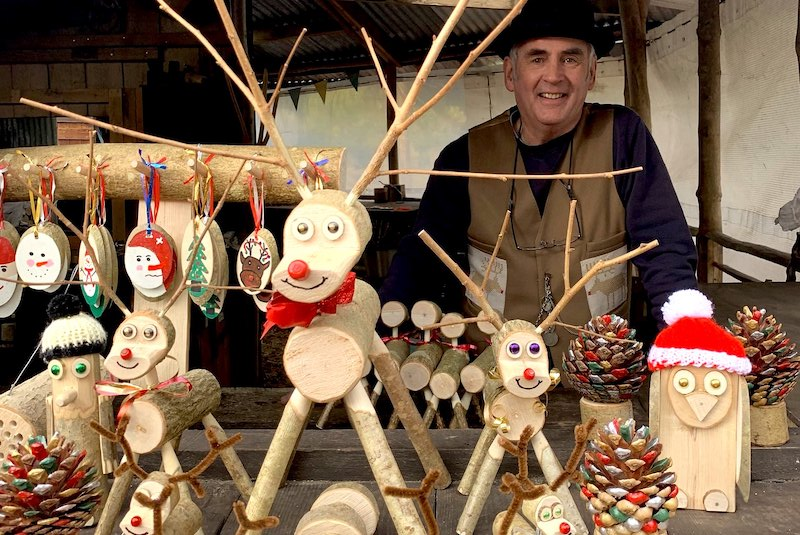 Hurdle Maker with Wooden Christmas Ornaments